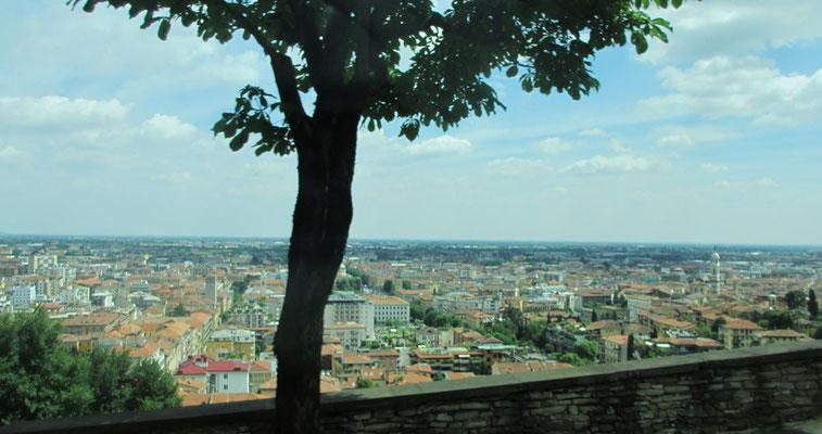 Montag: Blick über die Unter-Stadt von Bergamo