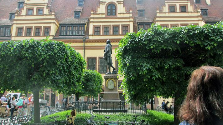 Freitag: Bach Denkmal in Leipzig