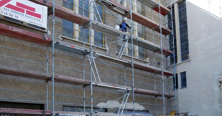 14.März: Sanierungsarbeiten am Putz