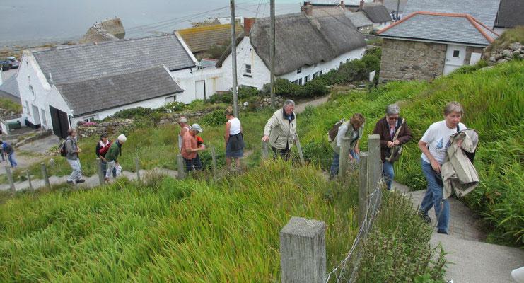 Montag: Küstenwanderung in Land's End - Aufstieg auf die Felsklippen.