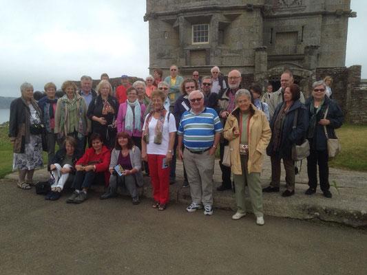 Mittwoch: Gruppenfoto vor der Festung von Pendennis.