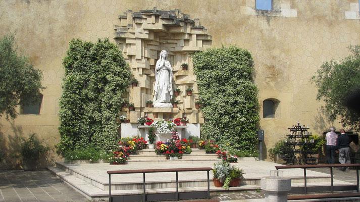 Samstag: Verona, Statue Santuario Nostra Signora di Lourdes