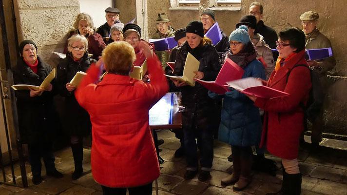 Punschhütte am dritten Adventsamstag mit dem Kirchenchor