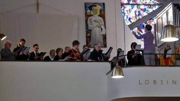 Zweiter Adventsonntag mit dem Kirchenchor.