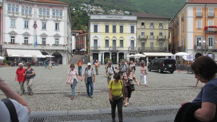 Mittwoch: Piazza Grande in Locarno am Lago Maggiore