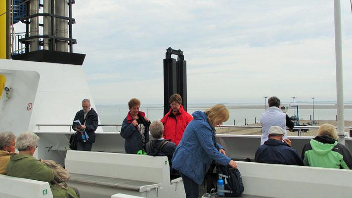 Mittwoch: An Deck der Fähre auf die Insel Föhr, die in Wyk landet.