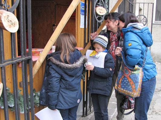 Dritter Adventsonntag nach der Messe, Jungschar- und Erstkommunionkinder nach der ersten Sternsinger Probe