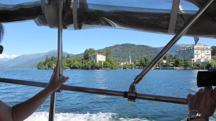 Dienstag: Blick vom Boot auf die Isola Madre am Lago Maggiore