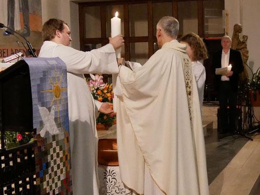 Auferstehungsfeier am Ostersonntag  um 5:00 Früh, Osterkerze weihen und Taufversprechen erneuern