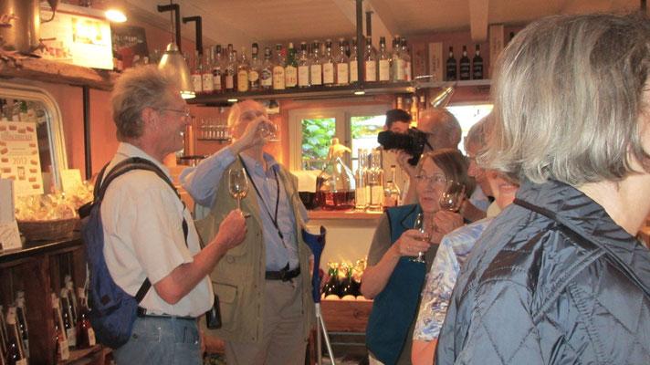 Donnerstag: Im Braaschhof gibt es verschiedene Sorten von Rum zu kosten, und natürlich auch zu kaufen.