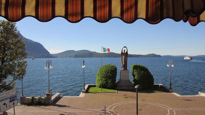 Dienstag: Blick vom Hotel in Verbania auf den Lago Maggiore