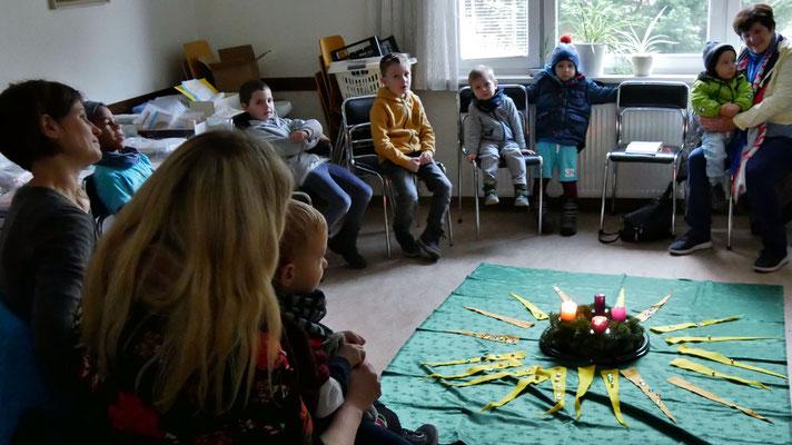 Dritter Adventsonntag, Kinderwortgottesdienst im Seelsorgeraum.