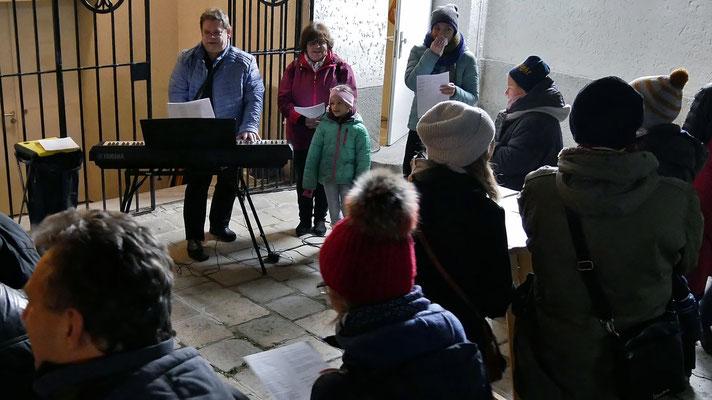 Erster Advent-Samstag, Mitmachkonzert mit Walter Lochmann.