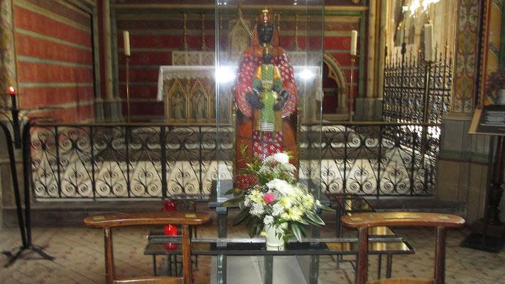 Montag: Limoges, Kathedrale St.Etienne, innen (mit schwarzer Madonna Statue)