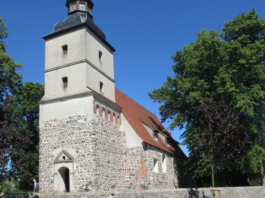Samstag: Kirche von Benz auf der Insel Usedom.