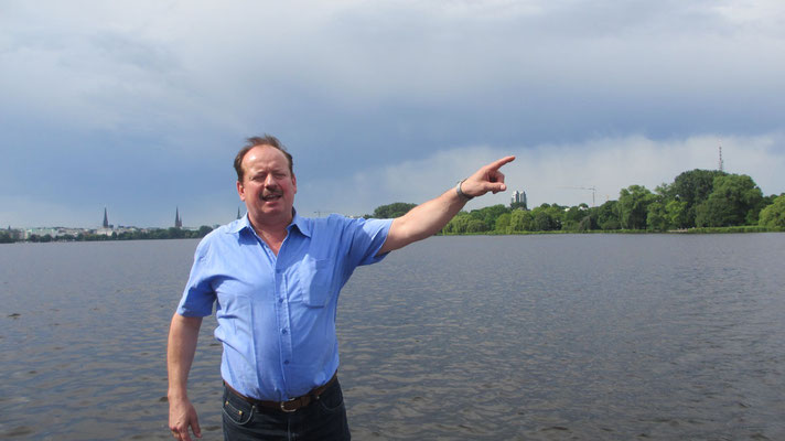 Dienstag: Unser Reiseleiter Eugen zeigt uns Hamburg.