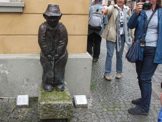 """Dienstag: Skulptur """"Bregenzer Seebrünzler""""."""