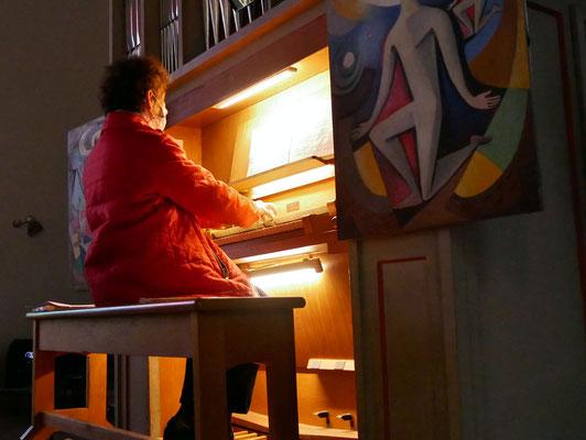 Freitag Abendmesse: Edith Putz an der Orgel