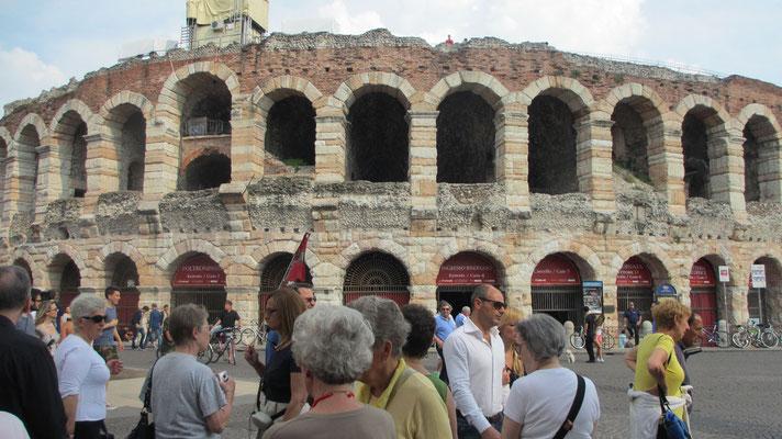 Samstag: Arena in Verona,,wo jedes Jahr Opernfestspiele stattfinden