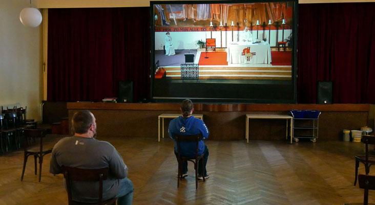 Freitag Abendmesse: Videoübertragung im Pfarrsaal auf die große Leinwand