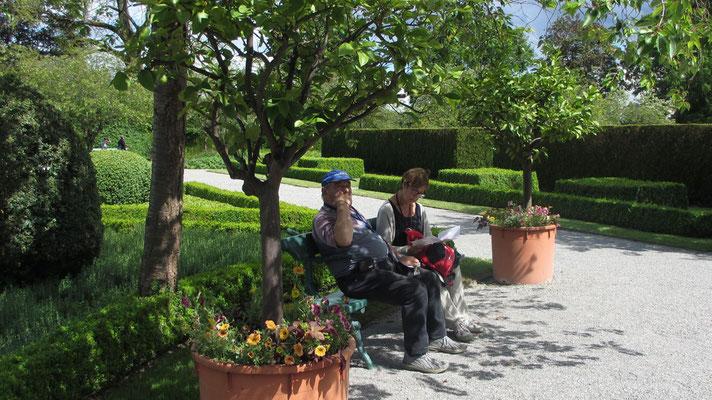 Samstag: Verweilen im wunderschönen Schlossgarten von Salem.