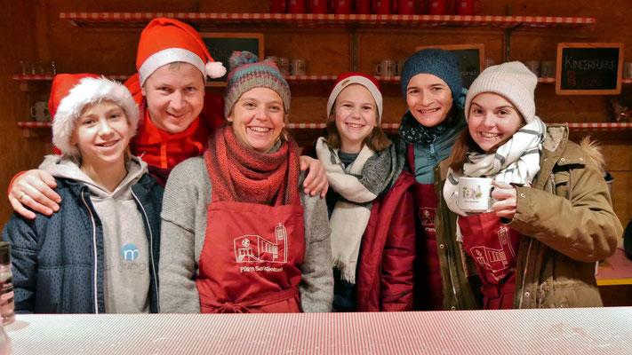 Das Punschhütten Team am dritten Adventsamstag.