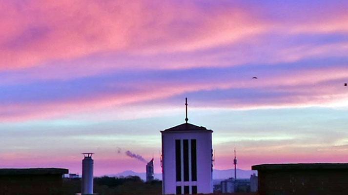 20.November: Neuer Kirchturm in der Morgendämmerung