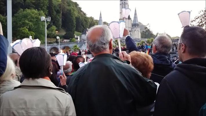 Samstag: Lourdes, Lichterprozession (2 von 2)