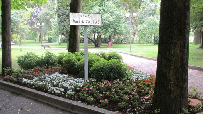 Montag: öffentlich zugängiger Park der Maria Callas in Sirmione am Gardasee