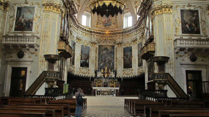 Montag: Kathedrale innen in Bergamo