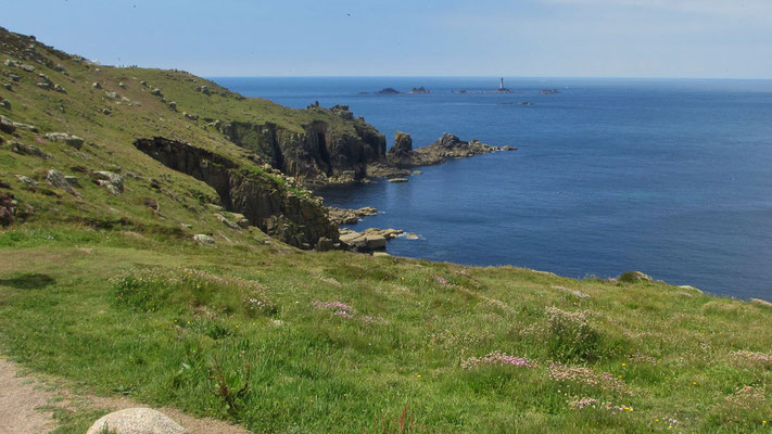 Montag: Küstenwanderung in Land's End - wunderschöner Ausblick auf das Meer von den Felsklippen (3 von 3).