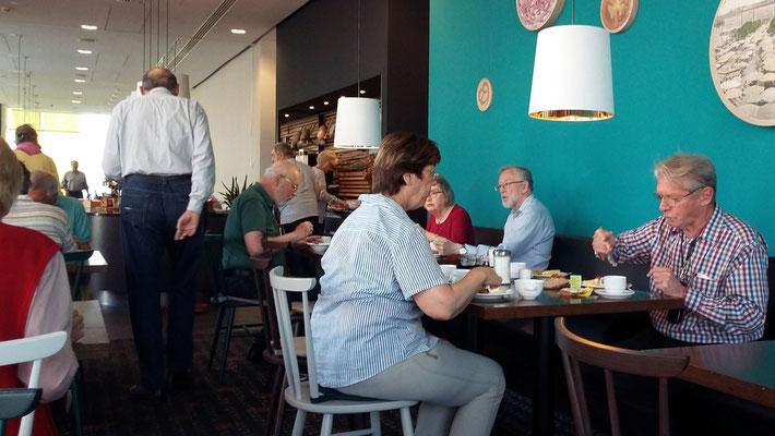 Montag: Frühstück im Hotel in Pilsen
