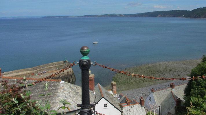 Dienstag: Blick von Clovelly auf das Meer.