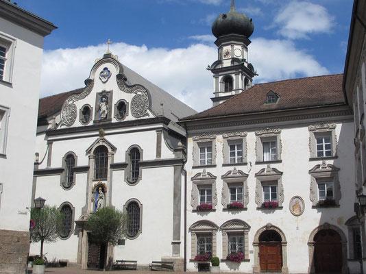 Montag: Herz Jesu Kirche in Hall in Tirol