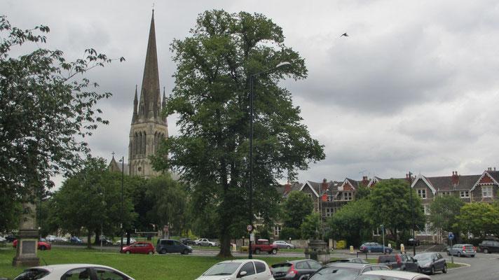 Sonntag: Spaziergang durch den Stadtteil Clifton in Bristol.