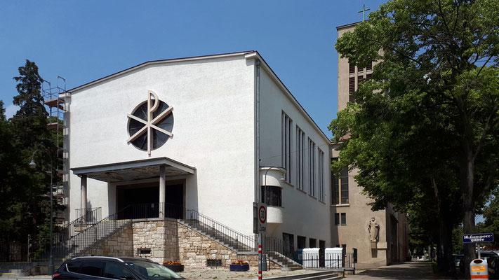 13.Juni: Das Gerüst am Kirchenschiff wurde entfernt, Anstrich ist vollendet.