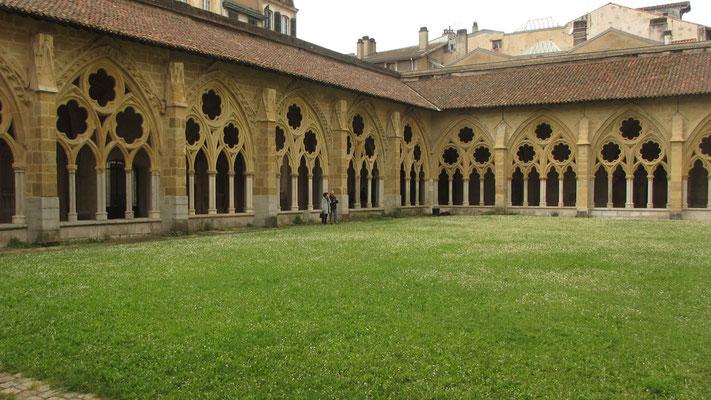 Freitag: Bayonne, Kreuzgang im Innenhof der Kathedrale Sainte Marie
