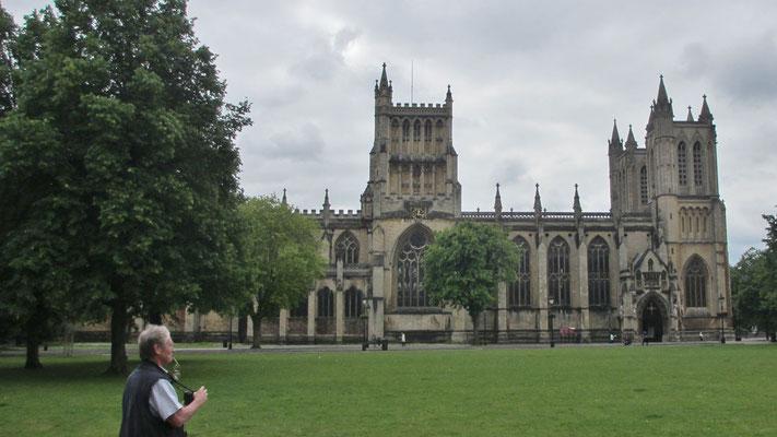 Sonntag: Die Kathedrale von Bristol, eine anglikanische Kirche erbaut im 12. Jahrhundert mit gotischen Fenstern.