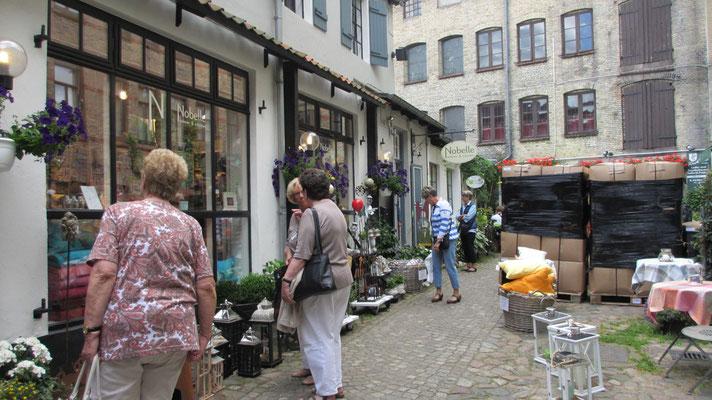 Donnerstag: Shopping Tour in den Hinterhöfen der Roten Straße in Flensburg.