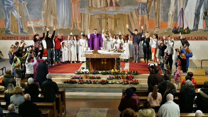 Erster Adventsonntag, Vater Unser mit den Erstkommunion Kindern