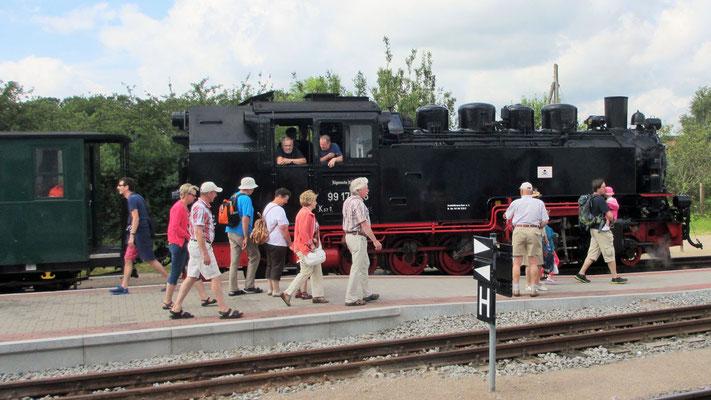 """Montag: Auf der Insel Rügen fahren wir mit dem """"Rasenden Roland"""" nach Binz."""