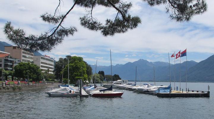 Mittwoch: Blick von Locarno auf den Lago Maggiore