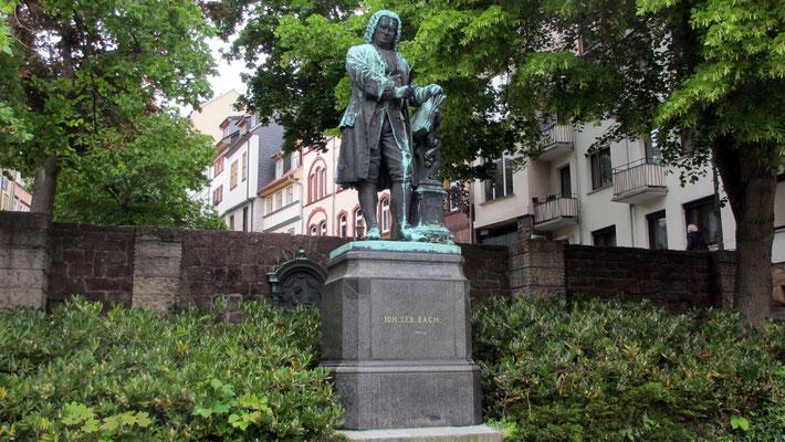 Mittwoch: Johann-Sebastian-Bach Denkmal in Eisenach