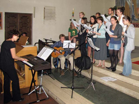 Der Jugendchor sorgte für eine schwungvolle und kurzweilige Messe.
