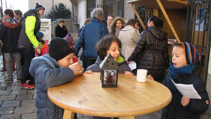 Vierter Adventsonntag nach der Messe, Jungschar- und Erstkommunionkinder nach der zweiten Sternsinger Probe