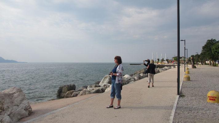 Sonntag: Blick auf den Gardasee vom Hotel in Toscolano