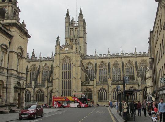 Samstag: Die Kathedrale von Bath, eine gotische Klosterkirche aus dem 12.Jahrhundert.