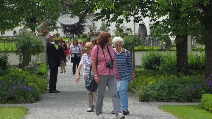 Samstag: Rundgang durch den Schlossgarten von Salem.