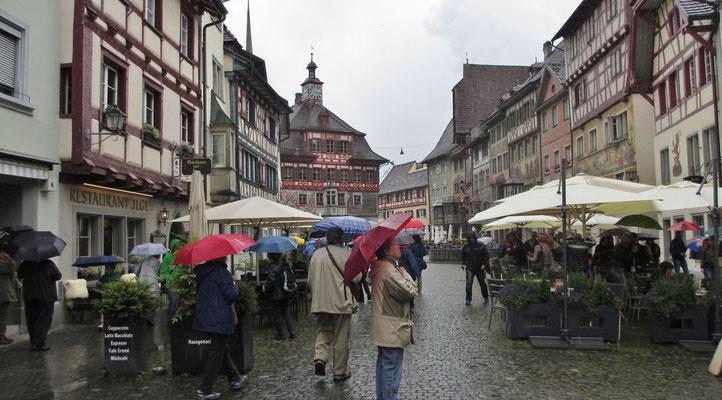 Sonntag: Stadtrundgang im Regen durch Stein am Rhein.