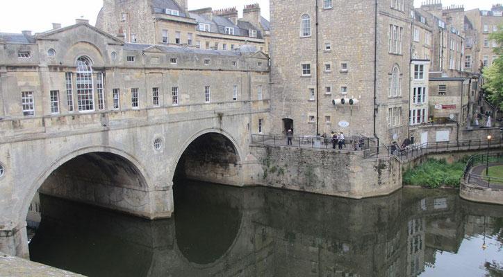 Samstag: Spaziergang durch die Altstadt von Bath, Pulteney-Bridge.